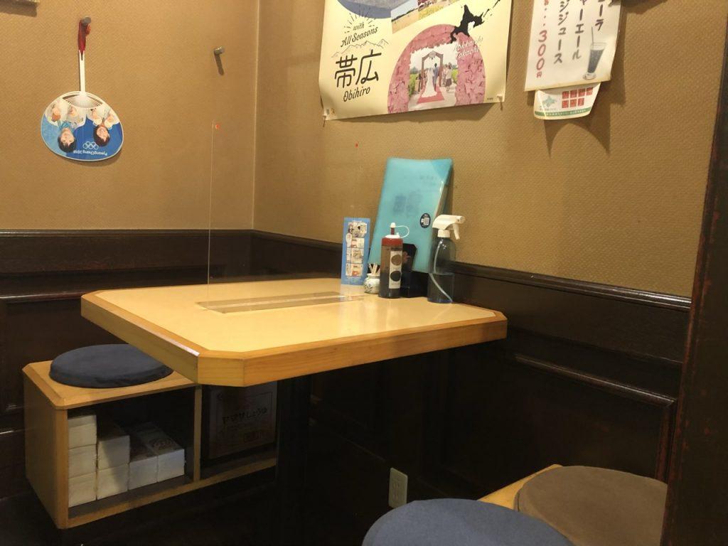 4人掛けテーブル席の写真
